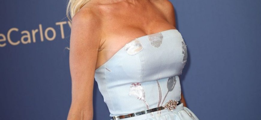 Victoria Silvstedt Cleavage - Fappening Leaked Photos 2015-2021